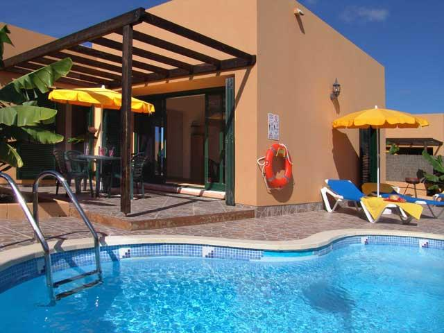 New development of 14 semi-detached 2 bedroom 1 bathroom villas in Tamaragua, La Capellania near Corralejo. Private pool  all facilities and amenities