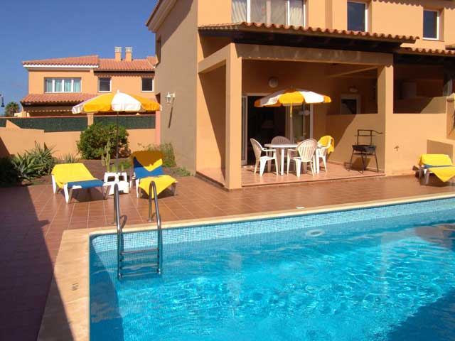 50 two bedroom duplex in Corralejo Fuerteventura. sleeps 4, each with private pool, close to amenities and beach, great views of Lobos and Lanzarote