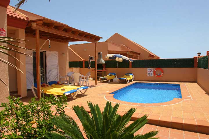 3 bedroom 2 bathroom (1 en-suite) villas with private pool in quite location of Corralejo Fuerteventura, close to amenities. Sleeps up to 6 people.