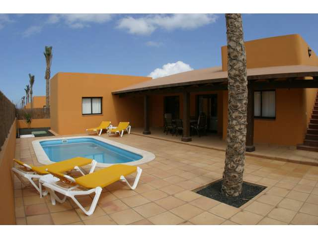 Complex of 17 independant 3 bedroom 2 bathroom Villas each with private pool in Corralejo Fuerteventura, Sleep up to 6, Close to all amenities.
