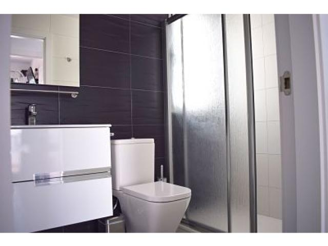 Full bathroom with shower tray upstairs - Holiday Urban, Corralejo, Fuerteventura